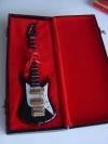 Miniatur Gitarre schwarz